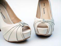 Ivory Wedding shoes by Rodrigo Hernandez