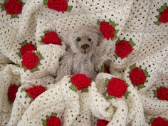 Ravelry: angelfee's Roses are Red Granny Blanket