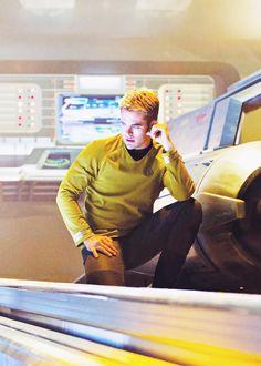 Kirk Star Trek Chris Pine, Sky Full Of Stars, Starship Enterprise, Star Trek Tos, New Movies, Hipster, Black And White, Advertising, Earth