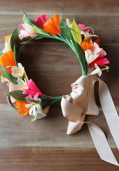 DIY Paper Flower Crown. Absolutely gorgeous crepe paper flower crown. Best tutorial with TONS of photos. #craft