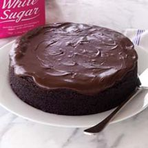The easiest and most delicious chocolate cake I've make in years. Magic Chocolate Cake, Chocolate Sponge Cake, Best Chocolate, Delicious Chocolate, American Chocolate, Moist Cakes, Cake Icing, Vegetarian Chocolate, Sweet Desserts