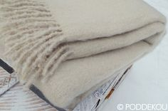 Luxusná deka béžovo biela. Mohérová deka smotanovo biela. Wool Blanket, Blankets, Luxury, Bed, Fleece Blanket Edging, Stream Bed, Blanket, Beds, Cover