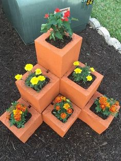 32 Unique Cinder Block Planter Ideas - Unique Balcony & Garden Decoration and Ea. - 32 Unique Cinder Block Planter Ideas – Unique Balcony & Garden Decoration and Easy DIY Ideas Garden Yard Ideas, Garden Crafts, Balcony Garden, Garden Projects, Garden Art, Garden Types, Diy Crafts, Easy Garden, Clay Pot Projects
