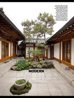 courtyard in the middle of the house Japanese Architecture, Architecture Design, Asian House, Patio Central, Zen House, Patio Interior, Traditional House Plans, Courtyard House, Korean Traditional