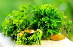 How to Prepare Parsley Tea to Improve Your Health and to Get Awesome Glowing Skin? Parsley Tea for Shine Skin–The Skin Health is Sign of Our General Health! Parsley Tea, Anti Inflammatory Herbs, Pune, Salsa, Cancer Fighting Foods, Body Detox, Herbal Remedies, Cilantro, Herbs