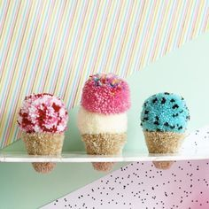 Pom Pom Ice Cream without the calories - Find the tutorial in Christine Leech's book PomPomMania Craft Stick Crafts, Crafts To Sell, Diy And Crafts, Arts And Crafts, Pom Pom Crafts, Yarn Crafts, Pom Pom Tutorial, Pom Pom Animals, Wool Dolls
