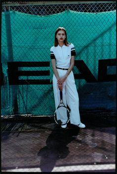 【ELLE】ダンディさが際立つオール白のパンツルック|コートを制するのは、ポロシャツのテニスクイーン|エル・オンライン