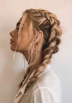 The Best Hair Braid Styles Hey girls! Today we are going to talk about those gorgeous braid styles. I will show you the best and trendy hair braid styles with some video tutorials. Pretty Hairstyles, Easy Hairstyles, Hairstyle Ideas, French Braid Hairstyles, Hairstyle Braid, Evening Hairstyles, Hairstyle Tutorials, Casual Hairstyles, Clubbing Hairstyles