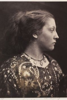 Dreamy Victorian Portraiture by Julia Margaret Cameron. In 1863 at the age of Julia Margaret Cameron received her first camera and immediately formed Julia Margaret Cameron Photography, Julia Cameron, History Of Photography, Vintage Photography, Portrait Photography, Photography Gallery, White Photography, Henri Cartier Bresson, Victoria And Albert Museum