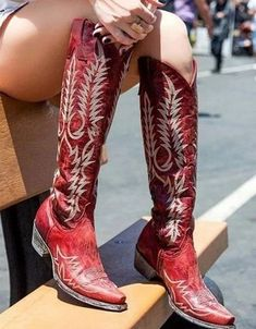 rode westernlaarzen dames Red Cowgirl Boots, Cowboy Boots Women, Cowgirl Boot Outfits, Old Gringo Boots, Old Boots, Botas Western, Western Boots, Justin Boots, Bootie Boots