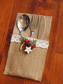 Handmade vecičky na bývanie dekorácie - vánoce a advent dekoration kindergarten Christmas Sewing, Christmas Art, Christmas Projects, Simple Christmas, Christmas Wreaths, Christmas Ornaments, Christmas Table Settings, Christmas Table Decorations, Burlap Crafts