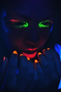 model: Fernanda Hirata photo by  make Up by Fernanda Hirata  Photoshoot featuring fluorescency (UV light + Make Up)