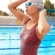Brazada a brazada, las gafas de natación Futura Biofuse de Speedo se ajustan perfectamente gracias al sistema SpeedFit y un puente de silicona flexible. #Swim #Deporte #Decathlon Decathlon, Swimming, Swimwear, Fashion, Keep Fit, Swimmers, Bridge, Training, Thanks