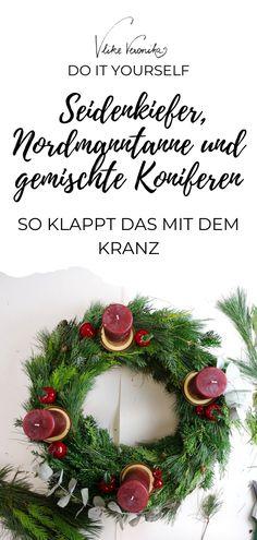 Schritt für Schritt zum wunderschönen Advent(s)kranz, den Du Dir selber bindest. Verwende Seidenkiefer, Normanntanne und gemischte Koniferen und binde Dir einen Kranz um wenig Geld und mit viel Gefühl. Komm am VlikeVeronika-Blog vorbei, um Dir alle Details abzuholen und schau Dir dabei auch gleich das Video an, um zu sehen, dass das wirklich einfach geht. #diy #weihnachten #advent #türkranz