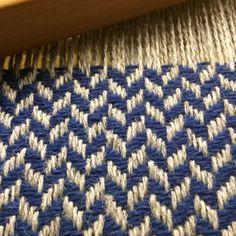 Inkle Weaving, Weaving Art, Tapestry Weaving, Hand Weaving, Weaving Textiles, Weaving Patterns, Textile Patterns, Hand Embroidery Designs, Embroidery Thread
