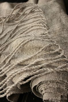 From the poetry of material things. Nothing as beautiful as hand-spun and handwoven natural fabrics Weaving Textiles, Textile Fabrics, Home Textile, Wabi Sabi, Ropa Shabby Chic, Estilo Hippie, Linens And Lace, Natural Linen, Linen Fabric