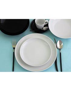 Zestaw talerzy z białej porcelany na 6 osób. Nowoczesny, minimalistyczny, okrągły, bez zdobień, do zmywarki, do domu i do restauracji. Duży wybór elementów. W Hotel, Plates, Tableware, Kitchen, Home, Porcelain Ceramics, Licence Plates, Dishes, Dinnerware