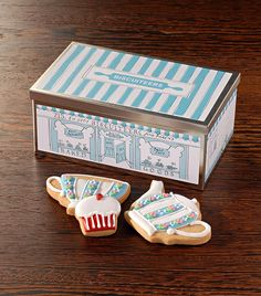 Tea for two biscuit tin
