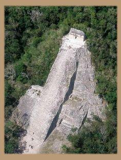 Cobá, una antigua ciudad en ruinas se encuentra en México.