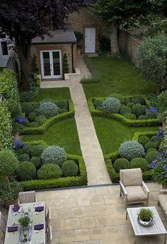 É impressionante a mudança que um jardim pode fazer em uma casa, além da questão estética, um jardim bem cuidado também contribuem com o bem-estar da família na área externa da casa. Nem parece a m...