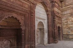 File:Intricate carving on the interior walls of Iltutmish's Mausoleum.