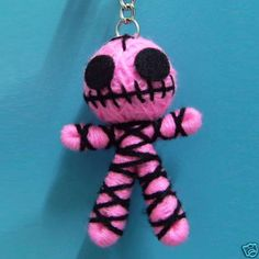 Cute Pink Ghost String Voodoo Doll Keyring Keychain Chain Handmade S-2 Inches Zombie Dolls, Creepy Dolls, Yarn Crafts, Diy And Crafts, Arts And Crafts, Halloween Doll, Halloween Crafts, Diy Voodoo Doll Keychain, String Voodoo Dolls