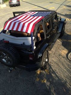 The American Flag sun screen top is perfect for keeping the rays from beaming down on you all day; while still enjoying the freedom of the top down! Its easy installation takes just one minute to put on and take off. It fits Jeep Wranglers Unlimited 2007- 2016.