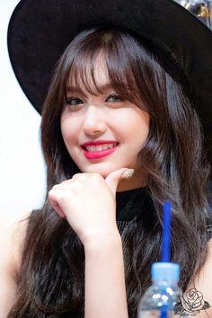 Yuehua Entertainment, The Most Beautiful Girl, Yellow Roses, Kpop Girls, Girl Group, Fandoms, Shit Happens, Idol, Twitter