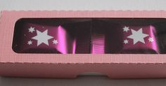Wie zeichne ich eine passgenaue Box mit Deckel im Studio-Programm: Heute zeige ich euch Anhand eines einfachen Beispiels, wie ihr eure Box... Silhouette Cameo, Vinyl Crafts, Paper Crafts, Freebies, Free Studio, Custom Packaging, Signage, Stencils, Blog