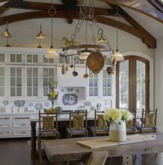 The Difference: A French Country Kitchen Vs. What Is A French Country Kitchen Versus An English Country Kitchen?What Is A French Country Kitchen Versus An English Country Kitchen? French Kitchen Decor, French Decor, French Country Decorating, English Country Kitchens, Country Kitchen Designs, English Farmhouse, Kitchen Country, Kitchen Rustic, French Kitchens