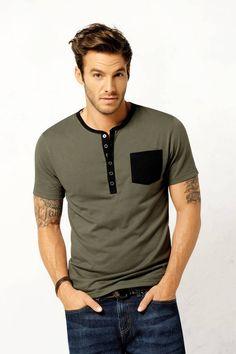 Camiseta Manga Corta Cuello Redondo Verde - Imagen Loungewear Outfits, Classy Suits, Camisa Polo, Men's Wardrobe, Cardigan Fashion, Men Style Tips, Polo T Shirts, My T Shirt, Mens Clothing Styles