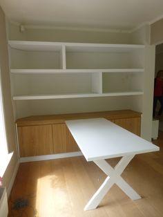 Een maatwerk kast met 'blinde' planken op maat. Het dressoir is om spelletjes in op te bergen. De tafel is in het ontwerp geïntegreerd. Kernwoorden: maatwerk, tafel op maat, plank, blinde-plank. Keywords: cabinet, custom-made table, shelf, blind-shelf.Te bestellen via www.kastenontwerp.nl Open Trap, Bookcase, Dining Room, Shelves, Organization, Bergen, House, Furniture, Home Decor