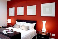 pared Cabecera roja, resto marfil. cortina roja