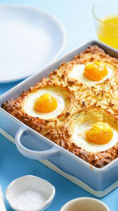 Breakfast Shepherd's Pie - A Brunch Favourite. Dang - Can we just wake up to this every morning Breakfast And Brunch, Breakfast Dishes, Breakfast Recipes, Breakfast Potatoes, Cooking Recipes, Healthy Recipes, Brunch Recipes, Food Porn, Food And Drink