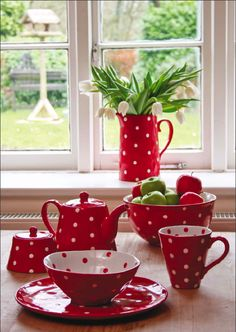 For Miss Whiting: Poldadots dinnerware in Red