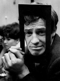 """Jean-Paul Belmondo et Anna Karina sur le tournage d'""""Une Femme est une Femme"""" de Jean-Luc Godard."""