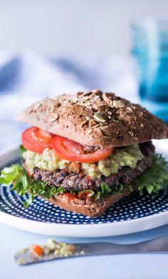 Mustapapupihvit | Maku Vegan Foods, Vegan Recipes, Cooking Recipes, Salmon Burgers, Superfood, Food Art, Love Food, Healthy Eating, Healthy Food