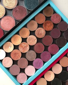 I spent the afternoon going through all my single eye shadows and I finally got round to organising my @zpalette Ive put more pictures on my stories & highlights showing a little look at whats inside each of my palettes if you fancy a look but Ill get round to sharing a blog post going into all the shade names soon