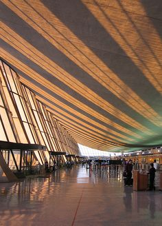 Modernist Eero Saarinen – Part 3 / Aqua-Velvet Airport Architecture, Modern Architecture, Washington Dulles International Airport, Airport Design, Airport Lounge, Eero Saarinen, Modern Exterior, Beautiful Buildings, Places Around The World