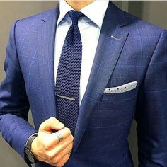 Knit tie to add contrast to the suit, beautiful Best Suits For Men, Cool Suits, Mens Suits, New Mens Fashion, Suit Fashion, Style Gentleman, Best Wedding Suits, Look Formal, Designer Suits For Men