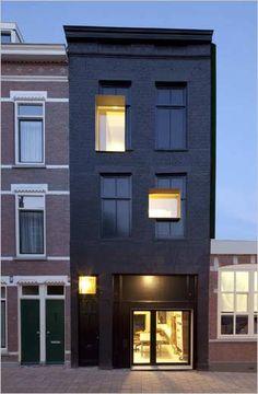Google Afbeeldingen resultaat voor http://www.interieurdesigner.be/interieurprojecten/woning-inrichting/images/black-pearl/zwarte-gevel-rijwoning-nieuwe-ramen-design-afwerking-rijhuis.jpg