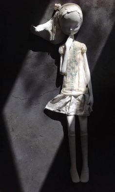 Maria Rita Pires is an Portuguese Artist who creates sculptures in the Figurative style. in Ceramics course. Paper Mache Sculpture, Art Sculpture, Pottery Sculpture, Organic Art, Ceramic Figures, Clay Design, Paperclay, Pottery Studio, Recycled Art