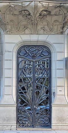 Puerta de la Casa de los Lirios (Av. Rivadavia 2027/2035) Art Nouveau Architecture in Buenos Aires