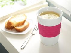 Silicone band  on the ceramic mug ensures that you won't burn your fingers while holding the cup. #ceramic_tea_mug_ silicone_sleeve