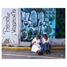 """Te presentamos la selección del día: <<CARAQUEÑOS #15M>> en Caracas Entre Calles. """"Resiste Venezuela. Plantón Nacional"""" ============================  F O T Ó G R A F O  >> @adamato02 << Visita su galeria ============================ SELECCIÓN @teresitacc TAG #CCS_EntreCalles ================ Team: @ginamoca @luisrhostos @mahenriquezm @teresitacc @floriannabd ================ #caraqueños #Caracas #Venezuela #Increibleccs #Instavenezuela #Gf_Venezuela #GaleriaVzla #Ig_GranCaracas #Ig_Venezuela…"""