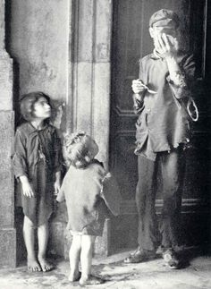 Italian Vintage Photographs ~ #Italy #Italian #vintage #photographs #family #history #culture ~ Frederico Patellani - Hunger in Palermo, Sicily, 1940's. S)
