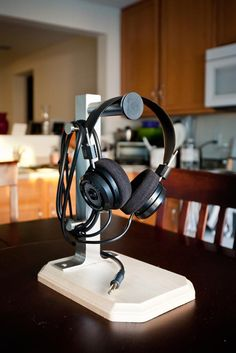 Abyss Headphone On Woo Audio Headphone Stand Wonders Of The Web Pinterest Audio Audio