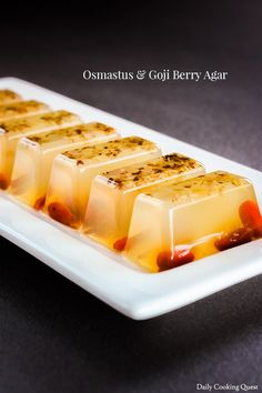 This agar-agar dessert with dried osmanthus flower and goji berries are very simple to prepare, and they are vegan friendly and gluten-free. Goji Berry Recipes, Baking Recipes, Dessert Recipes, Gourmet Recipes, Vegetarian Recipes, Biscuits, Tea Snacks, Easy Chinese Recipes, Asian Recipes