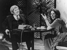 Phil Donahue & Marlo Thomas meet on The Phil Donahue Show 1977- they have been married since 1980.