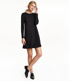Short dress in soft jersey with long sleeves and a gently flared skirt.